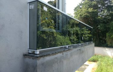 Guarda Corpo em vidro temperado refletivo