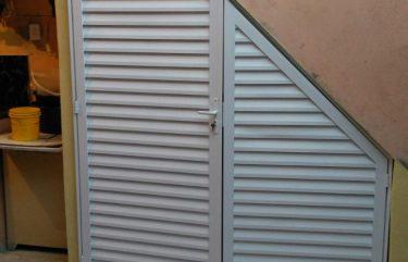 Abrigo em alumínio branco
