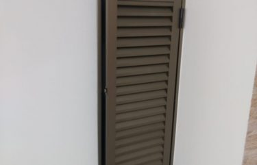 Abrigo em alumínio bronze
